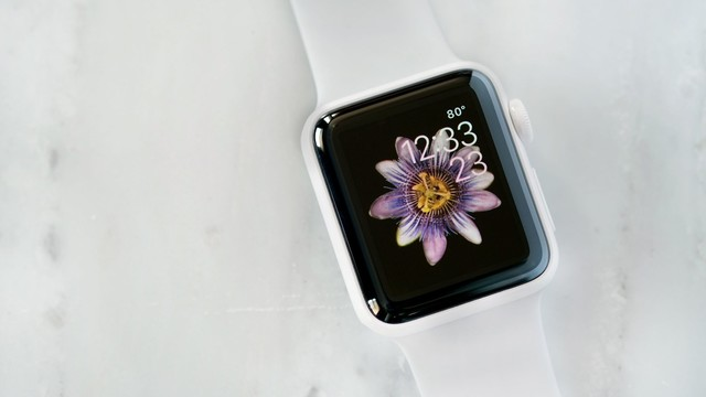"""""""Hands-On: The White Ceramic Apple Watch Edition (And Some White Ceramic Watch History)"""""""